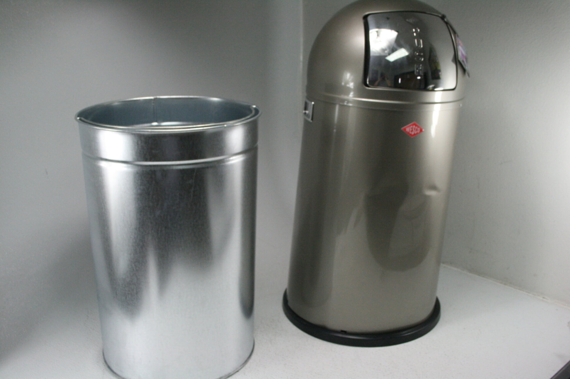 Wesco Pushboy Zilver.Details About Wesco Pushboy German Push Door Trash Can Powder Coated Steel 13 2 Gallon Silver